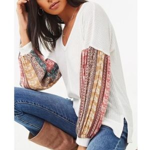 ✨HOST PICK✨Forever21 Floral Sleeve Waffle Knit Top